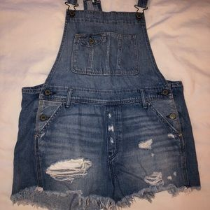 Abercrombie and Fitch cut off overalls size M